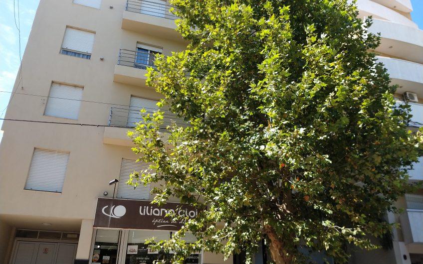 Hermoso  departamento al  frente  2º piso  micro  centro